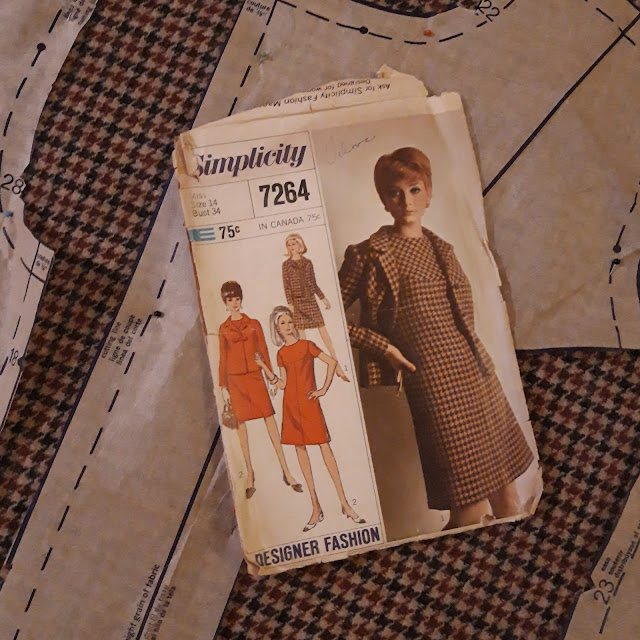 Robe Simplicity 7255 de 1967  Veste Simplicity 7264 de 1967    Pinafore dress and jacket pattern    Robe Simplicity 7255 de 1967  Veste Simplicity 7264 de 1967