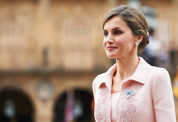 Queen Letizia of Spain attends the ceremony of the delivery of the Spanish National flag to the Specialties Regiment of Engineers number
