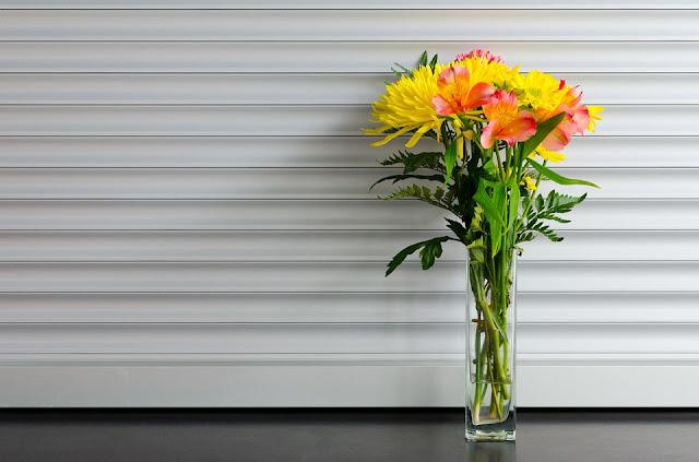 wysoki wąski wazon