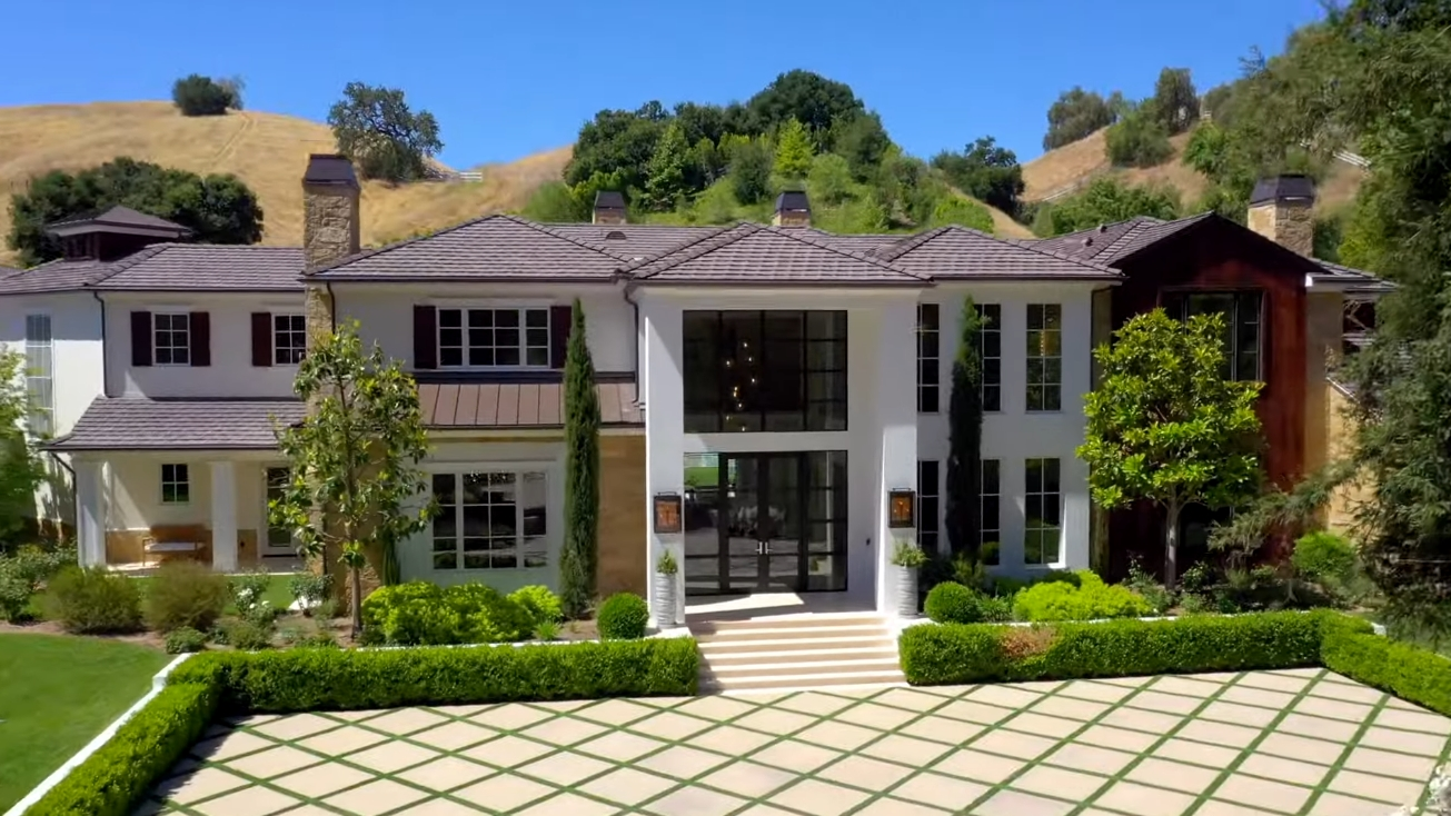 30 Photos vs. STEP INSIDE THE WEEKND CALABASAS HOUSE TOUR $24,995,000 - Luxury Home & Interior Design Tour