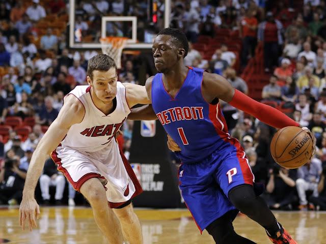 Goran Dragic (Miami Heat) et Reggie Jackson (Detroit Pistons) lors d'un match NBA.