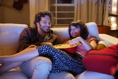 Elam Lima e Samya Pascotto em cena de (Des)Encontros. - Divulgação