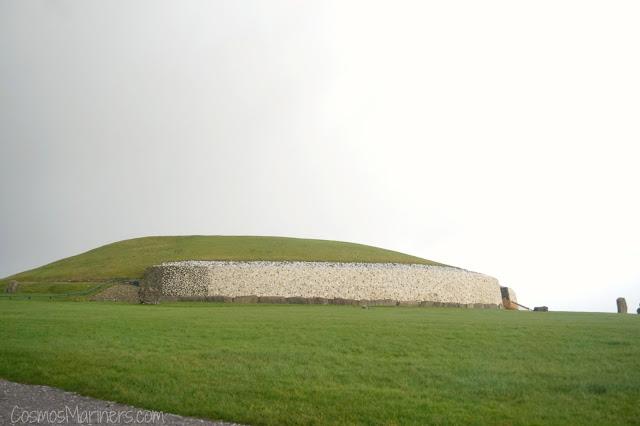 Newgrange: Ireland's Mysterious Neolithic Site | CosmosMariners.com