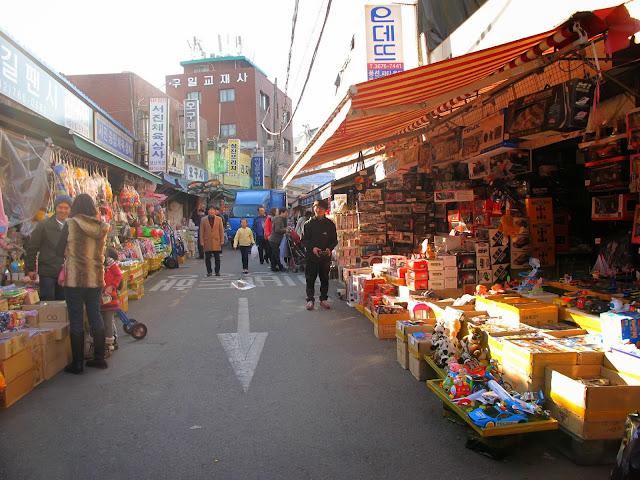 wisata anak pusat mainan di pasar dongdaemun seoul korea selatan