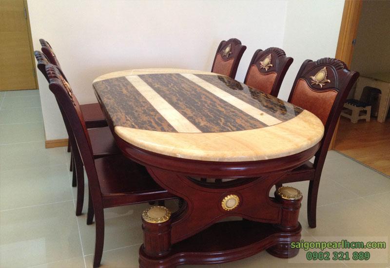 bàn ăn bằng gỗ cao cấp tại căn hộ Saigon Pearl