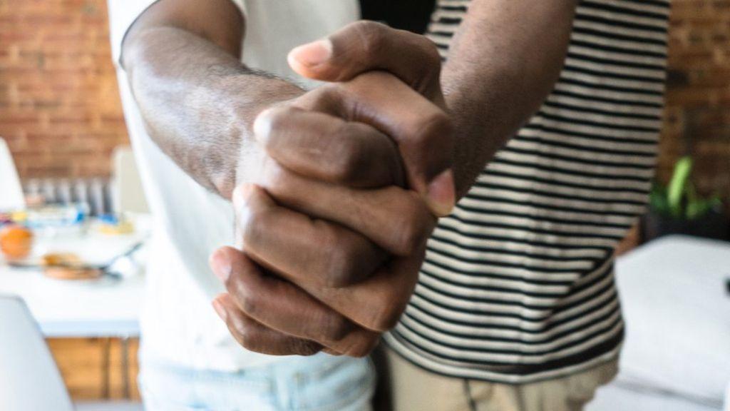 Polícia da Tanzânia realiza prisão em massa de pessoas acusadas de serem LGBTs