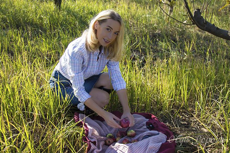 наряд дня, сельский стиль, джинсовая юбка, рубашка в клетку, резиновые сапоги