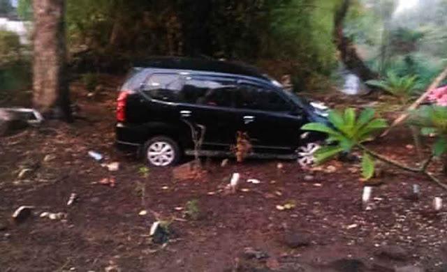 Heboh Mobil Avanza Nangkring di Kuburan, Ternyata Ini Penyebabnya