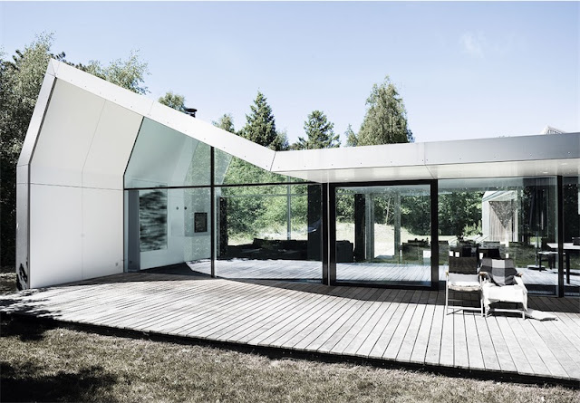 casa de diseño escandinava con paredes de cristal chicanddeco