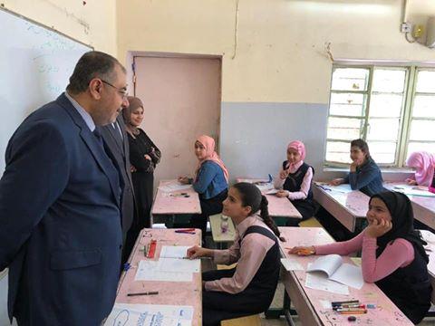 لليوم الثاني على التوالي : معالي وزير التربية وكالة يتفقد المراكز الامتحانية في الكرخ.