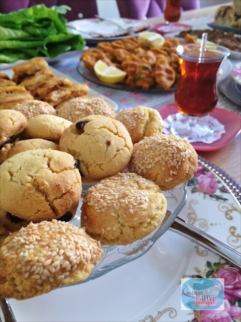 mısır unlu kurabiye tarifi , kuş üzümlü kurabiye tarifi , mısır unlu ve kuş üzümlü kurabiye nasıl yapılır