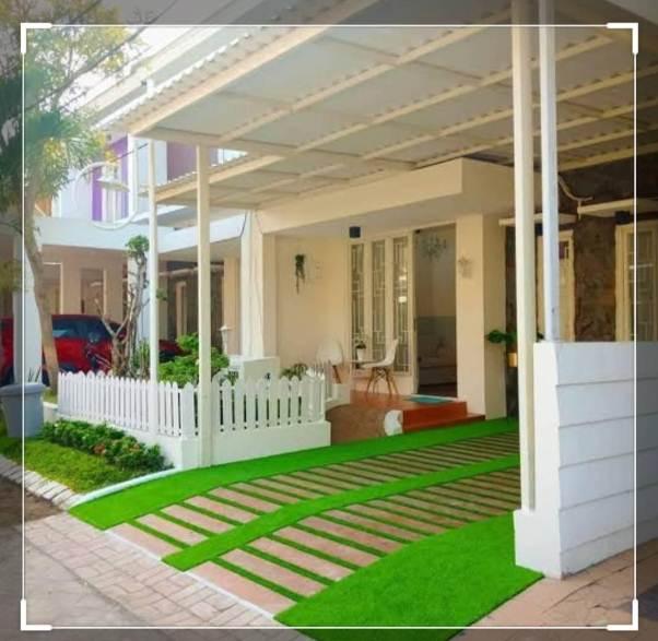 Lantai carport rumah minimalis dengan rumput