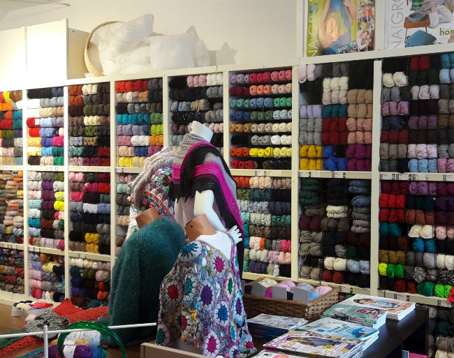 Yarn shop, Delft The Netherlands: Knotten | Happy in Red