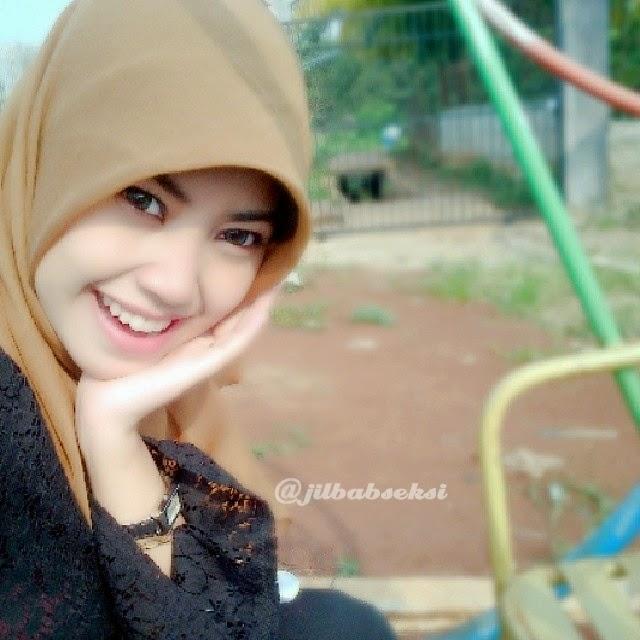 Miss Dewi Cewek Jilbab Cantik