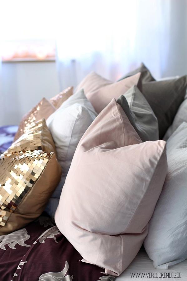 Kissen Bett einrichten
