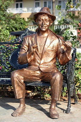 Bronz Statue of Raj Kapoor-Charecter of Movie AWARA