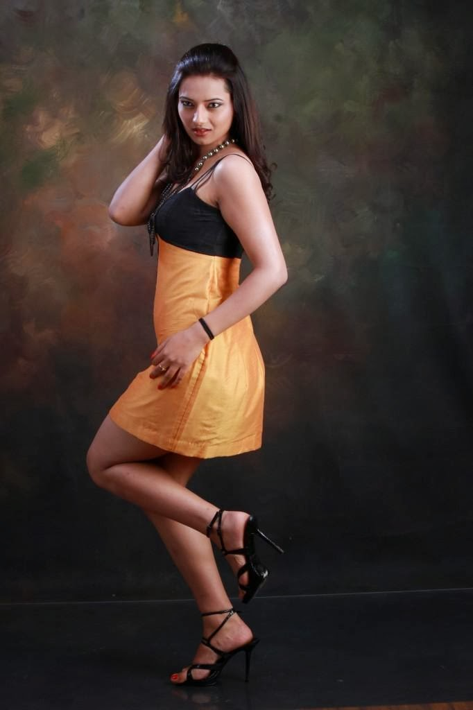 Isha Chawla Long Legs Show In Short Black Dress