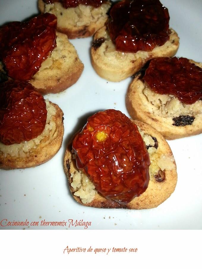 Aperitivo de queso y tomate seco y Feliz 2015