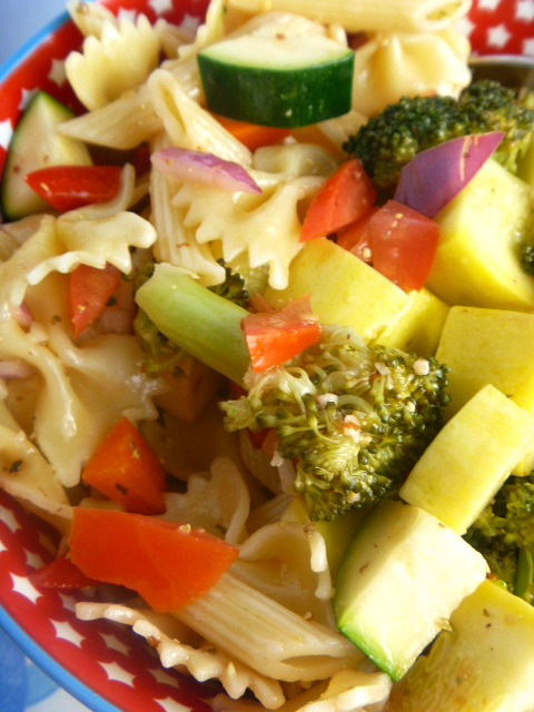 This light and fresh Summer Bounty Vegetable Pasta Salad is the perfect side dish to any summer picnic, Labor Day cookout, or potluck this season! - Slice of Southern