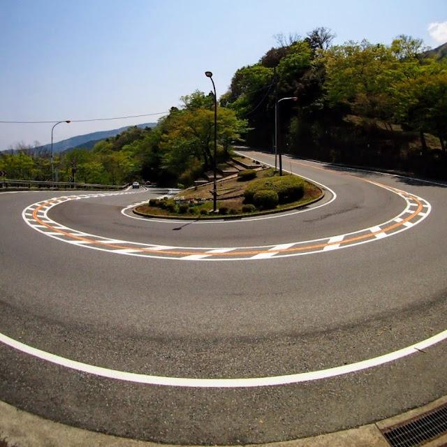 東海道 国道1号 大平台のヘアピンカーブ