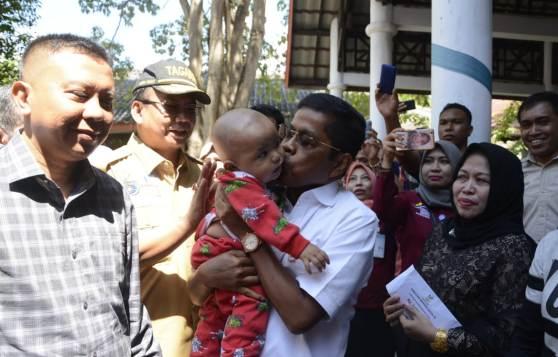 Siaran Pres : Kemensos Serahkan Santunan 910.000.000, Kepada Korban Kapal Karam KM Lestari Maju
