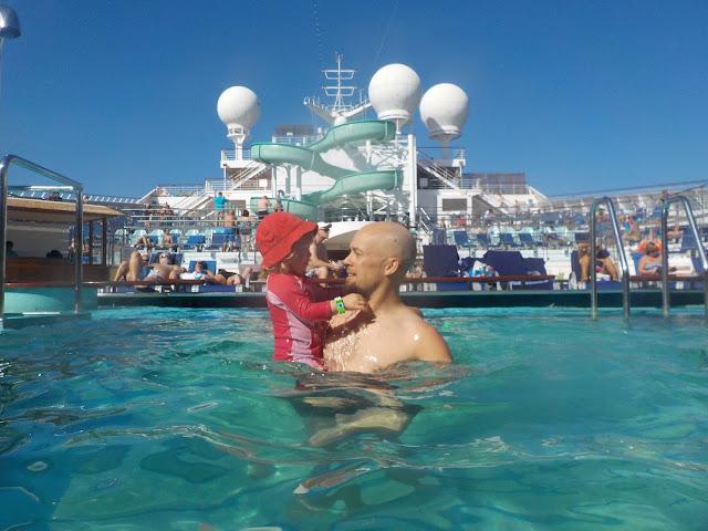 Carnival Gloryn uima-allas koko perheelle