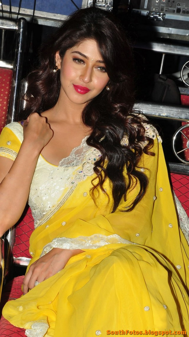 Sonarika Bhadoria Hot in Saree Wallpapers