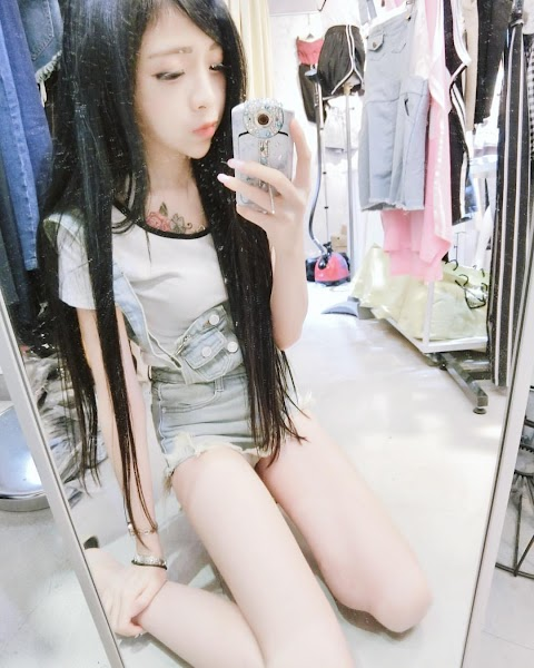 A compilation of Asian girls taking selfie [21pics]