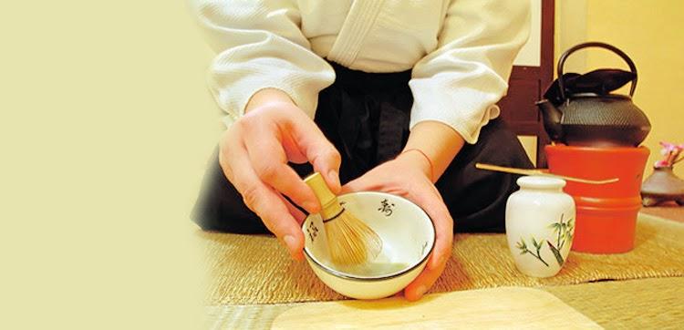 japones preparando te Matcha