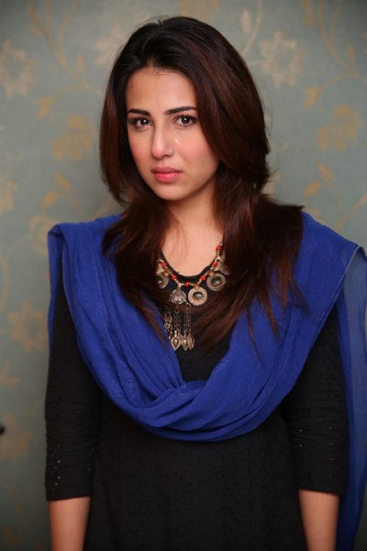 Very Stylish Girl Wallpapers Beautiful Ushna Shah Images Hd Wallpaper All 4u Wallpaper