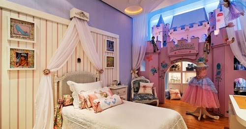HABITACIONES DE PRINCESAS CON CASTILLOS Sleeping Beauty Castle Bed ...