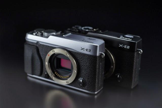 Fotografia di due Fujifilm X-E2, colore nero e argento