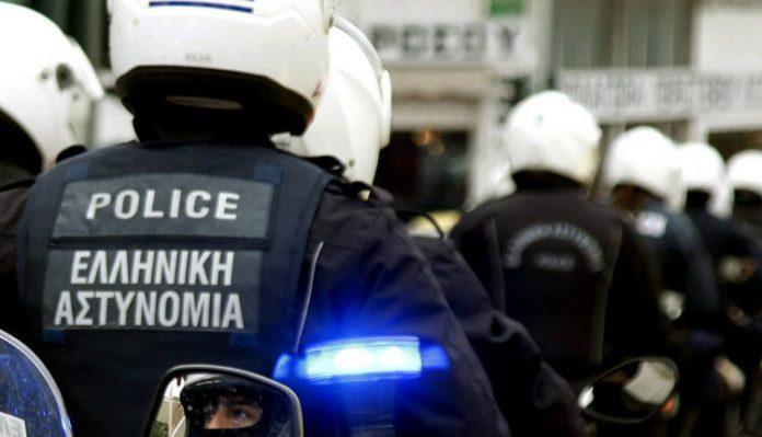 Προσήγαγαν Παπά στο αστυνομικό τμήμα Καλύμνου επειδή είχε σημαία με τον ήλιο της Βεργίνας