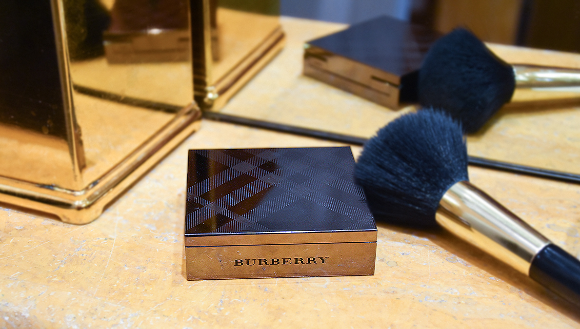 Burberry Fresh Glow Compact - Luminous Foundation review