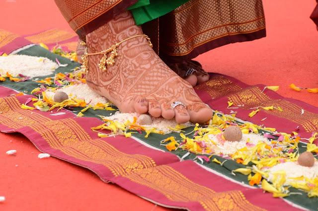 Mehendi/henna na moich stopach podczas ślubu