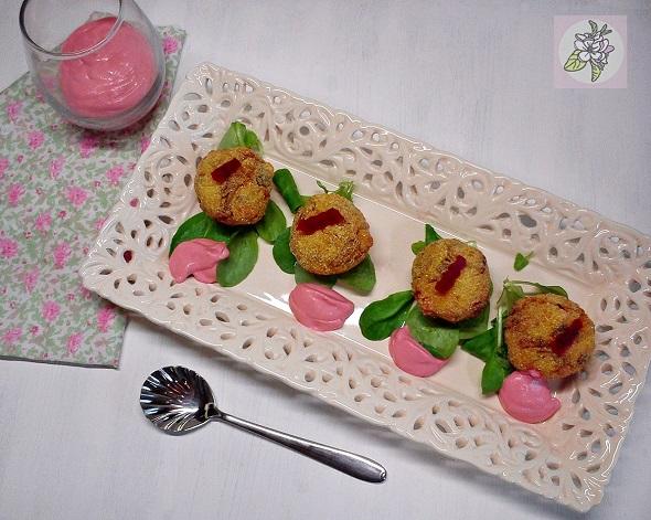 Bolitas Veganas de Mijo y Champiñones con Salsa de Remolacha.