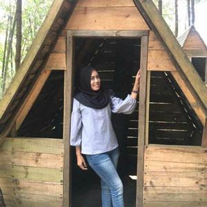 Yuntyas di rumah pohon Sumbersuko Forest, Wagir, Malang