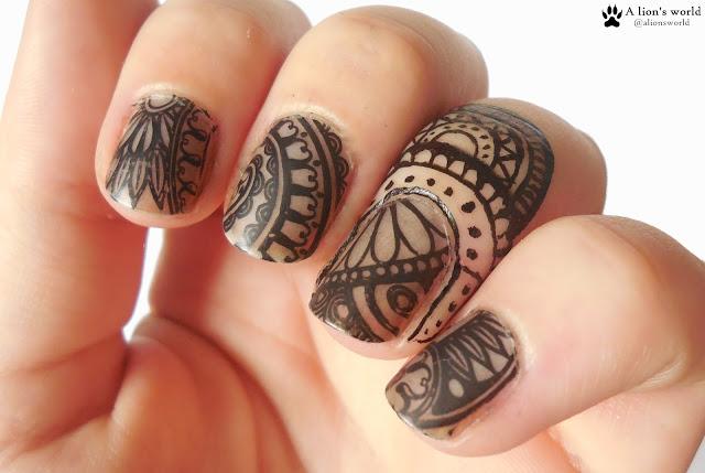 Henna Look Nails