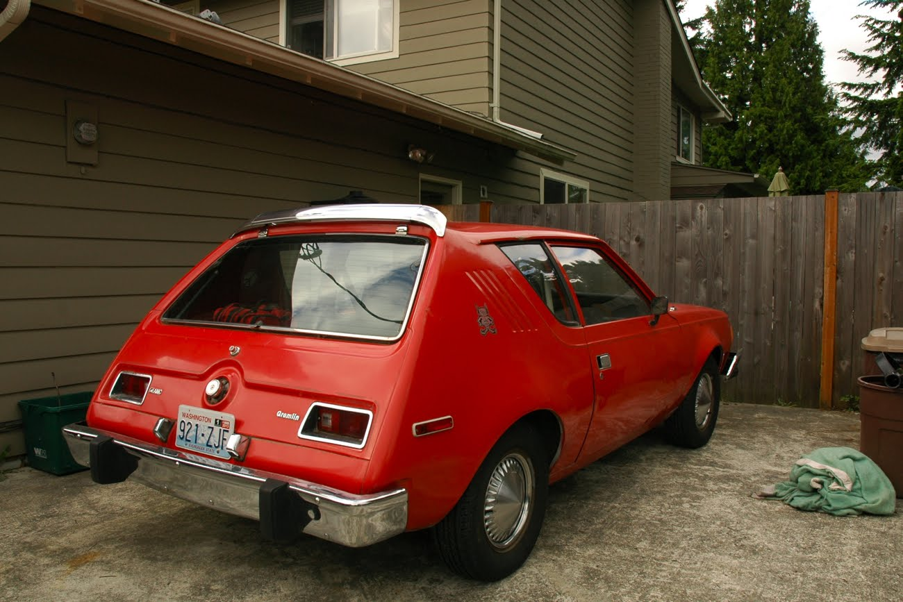 OLD PARKED CARS.: 1976 AMC Gremlin