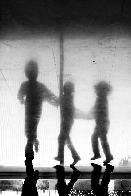'Mi mundo patas arriba' de Carlos Larios