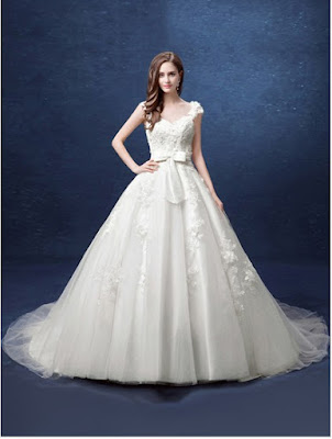 uk.millybridal.org/product/fabulous-ball-gown-v-neck-tulle-with-appliques-lace-court-train-backless-wedding-dresses-ukm00022800-20000.html?utm_source=minipost&utm_medium=2368&utm_campaign=blog