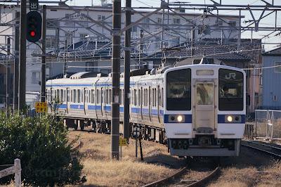 水戸線小山駅に到着する415系1500番台