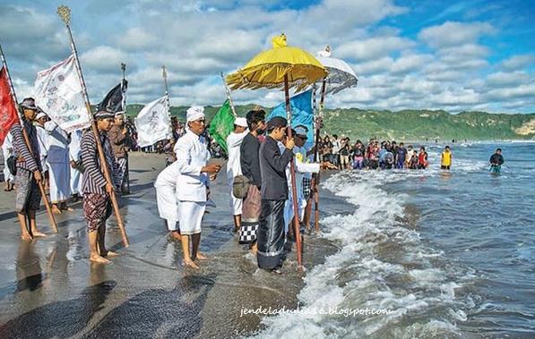Mengenal Kebudayan Religi Umat Hindu Melaui Upacar Melasti