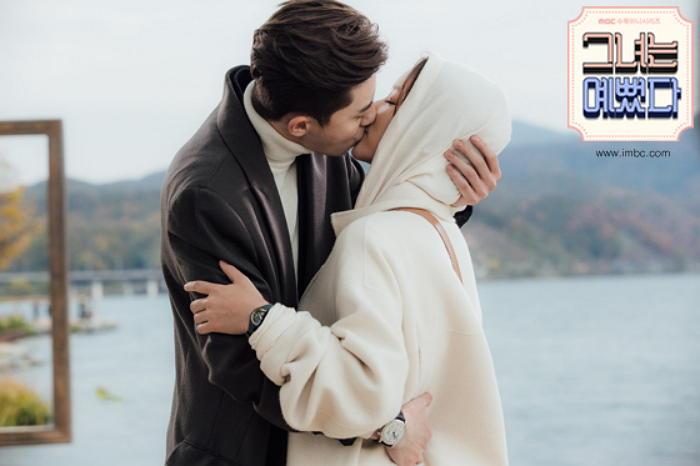 Nên hay không nên hôn trong lần hẹn đầu tiên