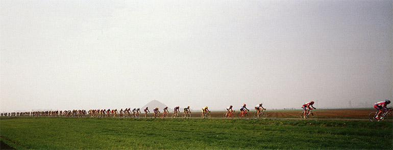 Photographie panoramique de Xavier Lambours de cyclistes dans le Nord