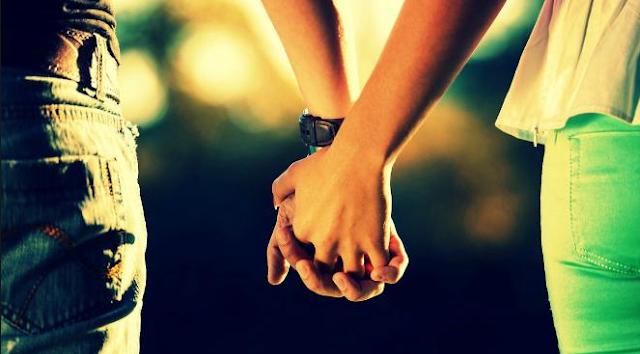 Suami & Istri Wajib Baca, Masya Allah.. Inilah Manfaat Luar Biasa Berpegangan Tangan Dengan Pasangan Halalmu.Segera Praktikan Yaa..