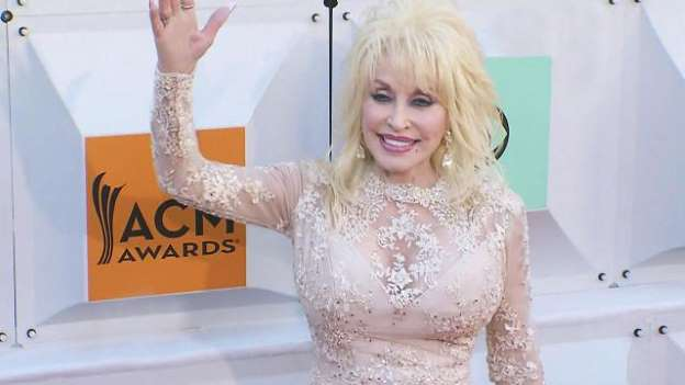 Dolly Parton Reflects on 50 Years in Showbiz: 'It Makes You Feel Proud' and 'Old'