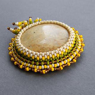 купить украшения из бисера с натуральными камнями брошка