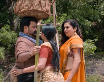 Malayalam actress namitha navel show in saree
