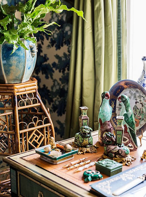 A vignette on Alex's desk, animal motifs and chinoiserie | Alex Papachristidis's Manhattan apartment